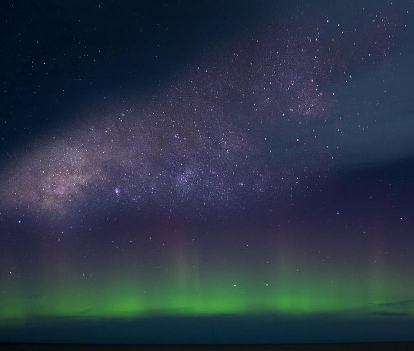フリー写真 天の川とオーロラの風景