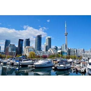 フリー写真, 風景, 建造物, 建築物, 高層ビル, 都市, 街並み(町並み), ヨットハーバー(マリーナ), 船, クルーザー, カナダの風景, トロント, CNタワー