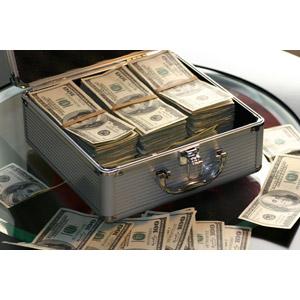 フリー写真, お金, 札束, アメリカドル, 100ドル札, アタッシュケース, 紙幣, お金持ち