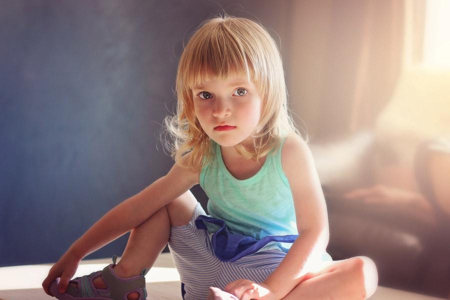 フリー写真 金髪の外国の女の子のポートレイト