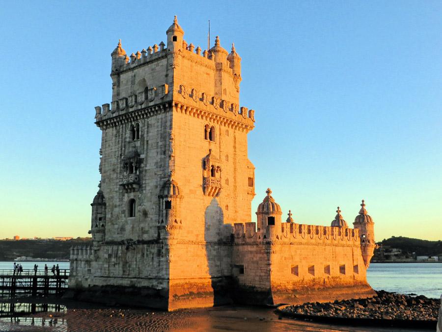 フリー写真 夕日に照らされるベレンの塔の風景