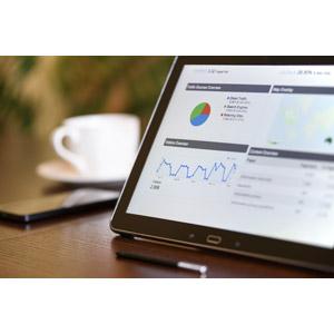 フリー写真, 家電機器, パソコン(PC), タブレットPC, ウェブサイト, グラフ, SEO