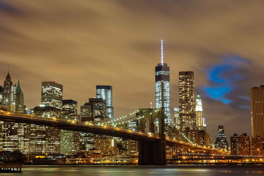 フリー写真 夜のブルックリン橋とニューヨークの街並み