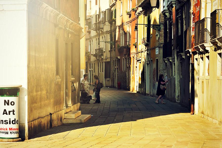 フリー写真 ベネチアの路地の風景