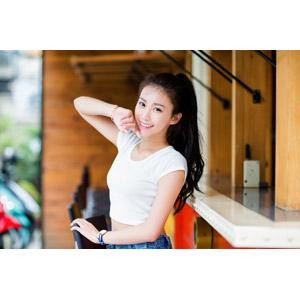 フリー写真, 人物, 女性, アジア人女性, 中国人, 楚珊(00053), チビT, ポニーテール, 顎に指を当てる