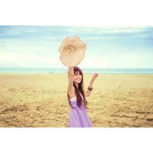 フリー写真, 人物, 女性, アジア人女性, 中国人, 帽子, ビーチ(砂浜), 麦わら帽子