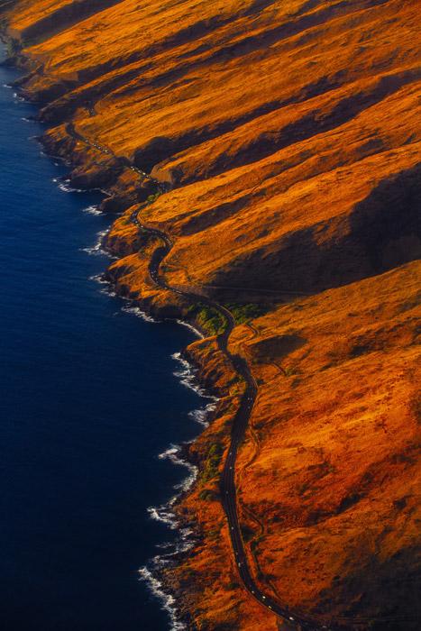 フリー写真 海岸を走る道路の風景
