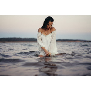 フリー写真, 人物, 女性, 外国人女性, 女性(00226), 海, 海水浴, 俯く(下を向く)