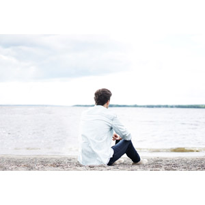 フリー写真, 人物, 男性, 外国人男性, 座る(地面), 後ろ姿, 眺める, 人と風景, 湖