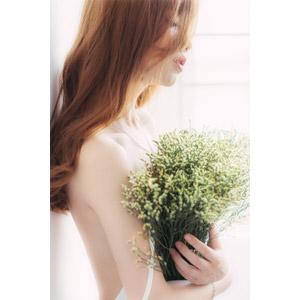 フリー写真, 人物, 女性, アジア人女性, ベトナム人, 人と花, 花束, 横顔