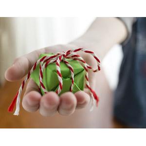 フリー写真, 人体, 手, プレゼント, 差し出す, プレゼント箱