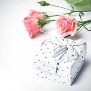 フリー写真, 植物, 花, 薔薇(バラ), ピンク色の花, プレゼント, プレゼント箱