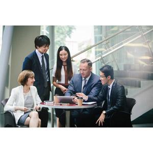フリー写真, 人物, 集団(グループ), 職業, ビジネス, ビジネスマン, ビジネスウーマン, 仕事, 仲間, タブレットPC, 五人
