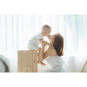 フリー写真, 人物, 親子, 母親(お母さん), 子供, 息子, 男の子, キス(口づけ), ベトナム人