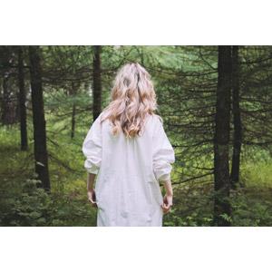フリー写真, 人物, 女性, 外国人女性, 後ろ姿, 人と風景, 森林