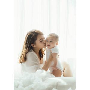 フリー写真, 人物, 親子, 母親(お母さん), 子供, 赤ちゃん, 二人, 綿, キス(口づけ)