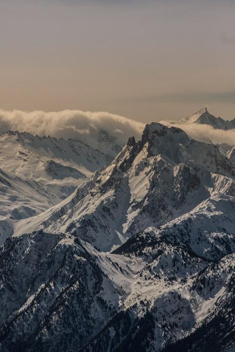 フリー写真 雲のかかるアルプス山脈の風景
