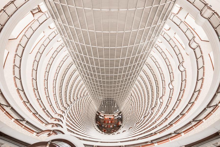 フリー写真 ジンマオタワー内のホテルのアトリウムの風景