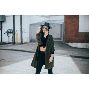 フリー写真, 人物, 女性, 外国人女性, 帽子, コート, サングラス