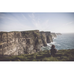 フリー写真, 風景, 海, 崖, 海岸, アイスランドの風景, 人と風景, 後ろ姿, 眺める