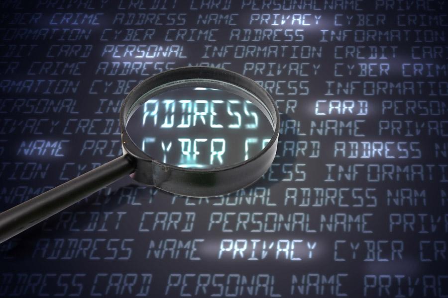 フリー写真 個人情報をハッキングされるネット犯罪のイメージ