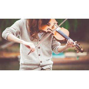 フリー写真, 人物, 音楽, 楽器, 弦楽器, バイオリン(ヴァイオリン), 演奏する, バイオリニスト, カーディガン