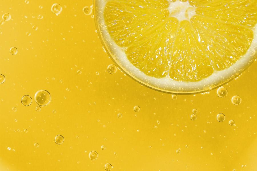 フリー写真 輪切りのレモンと泡