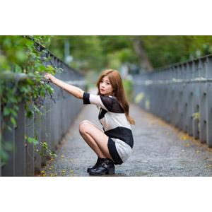 フリー写真, 人物, 女性, アジア人女性, 憑果茱(00233), 中国人, カーディガン, しゃがむ