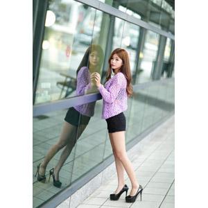 フリー写真, 人物, 女性, アジア人女性, 憑果茱(00233), 中国人, ショートパンツ, カーディガン, 鏡像
