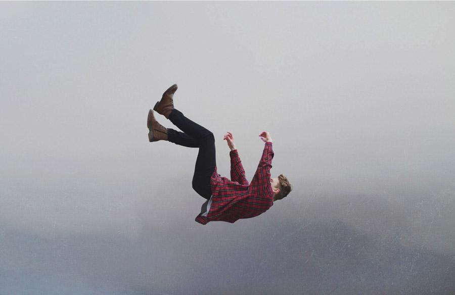 フリー写真 落下する外国人男性