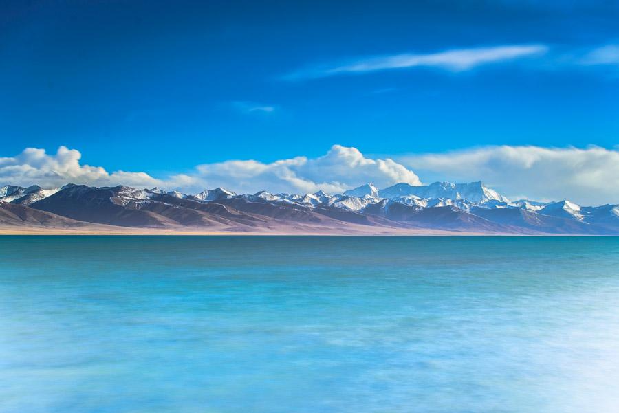 フリー写真 ナムツォ湖とニェンチェンタンラ山脈の風景