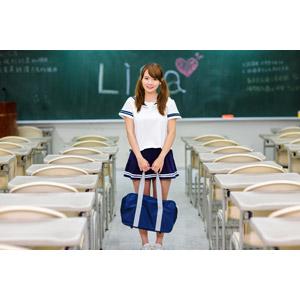 フリー写真, 人物, 少女, アジアの少女, 中国人, 女性(00232), セーラー服(学生服), 学生服, 学生(生徒), 高校生, 通学鞄, ツインテール, 学校, 教室