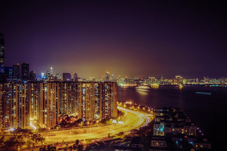 フリー写真 香港の高層マンションと夜の街並み風景