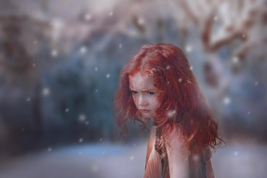 フリー写真 雪と赤髪の外国の女の子