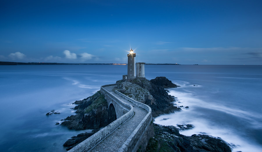 フリー写真 フランスの灯台と海岸の風景