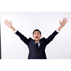 フリー写真, 人物, 男性, アジア人男性, 日本人, 男性(00016), 職業, 仕事, ビジネス, ビジネスマン, サラリーマン, メンズスーツ, 白背景, 万歳(バンザイ), 喜ぶ(嬉しい), 口を開ける