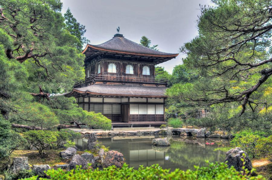 フリー写真 銀閣寺と池の風景