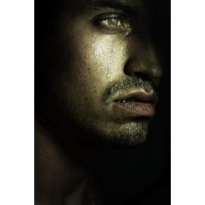 フリー写真, 人物, 男性, 外国人男性, フランス人, 顔, 泣く(泣き顔), 黒背景
