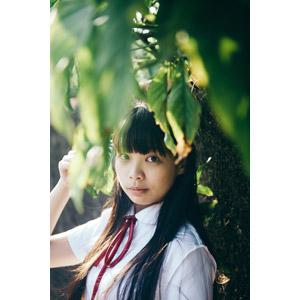 フリー写真, 人物, 少女, アジアの少女, 少女(00239), 学生(生徒), 学生服, 高校生, 葉っぱ