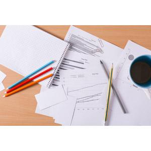 フリー写真, ビジネス, オフィス, メモ帳, 鉛筆(えんぴつ), 色鉛筆, 書類, メモ帳