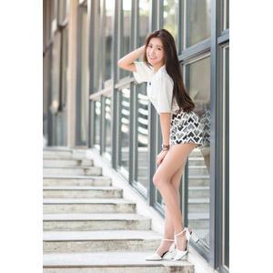 フリー写真, 人物, 女性, アジア人女性, 楚珊(00053), 中国人, 頭に手を当てる, ショートパンツ