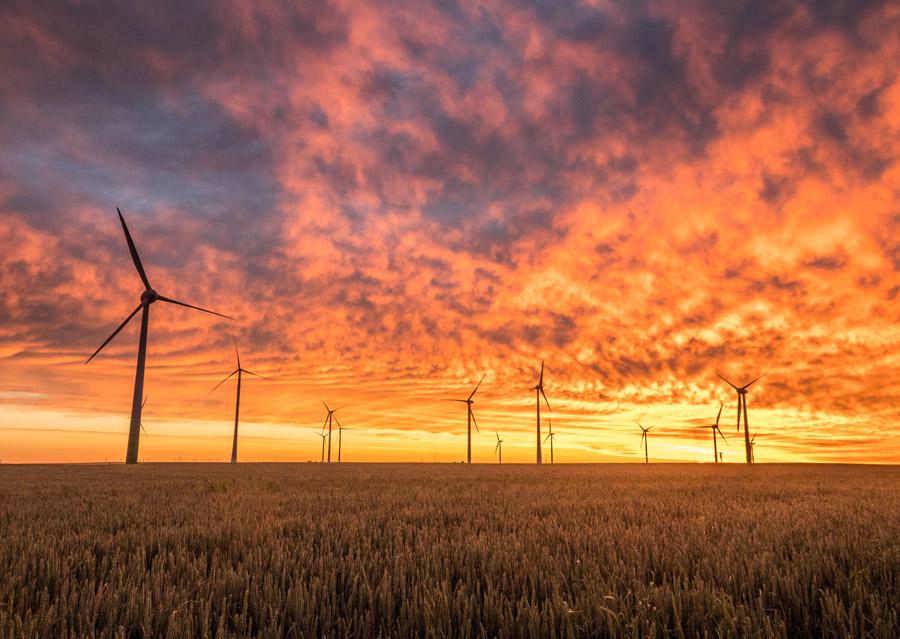 フリー写真 夕空と畑と風力発電群の風景
