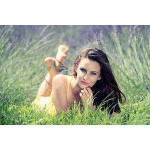 フリー写真, 人物, 女性, 外国人女性, 女性(00195), ルーマニア人, 人と花, ラベンダー, 花畑