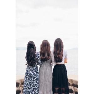 フリー写真, 人物, 女性, 外国人女性, 後ろ姿, 三人, 眺める
