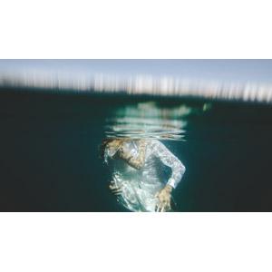 フリー写真, 人物, カップル, 恋人, 夫婦, 愛(ラブ), キス(口づけ), 二人, 水中, 人と風景, 抱き合う, 海