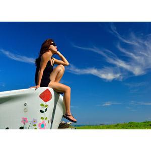 フリー写真, 人物, 女性, アジア人女性, 人と風景, 青空, 夏, 雲, サングラス