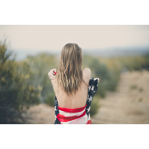 フリー写真, 人物, 女性, 外国人女性, 後ろ姿, 背中, アメリカの国旗(星条旗)
