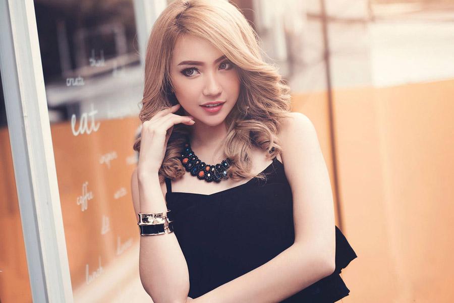 フリー写真 金髪のアジア人女性のポートレイト