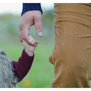フリー写真, 人体, 手, 親子, 父親(お父さん), 子供, 手をつなぐ