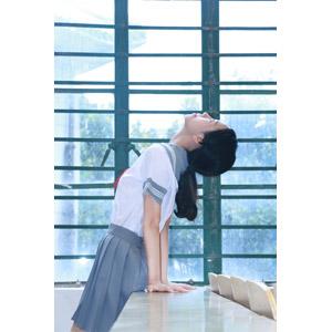 フリー写真, 人物, 少女, アジアの少女, 学生(生徒), 高校生, セーラー服(学生服), 学生服, 見上げる(上を向く), 体を反る